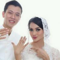 Ririn Ekawati dan suami Fery Wijaya. (foto: instagram.com/pipiembul)