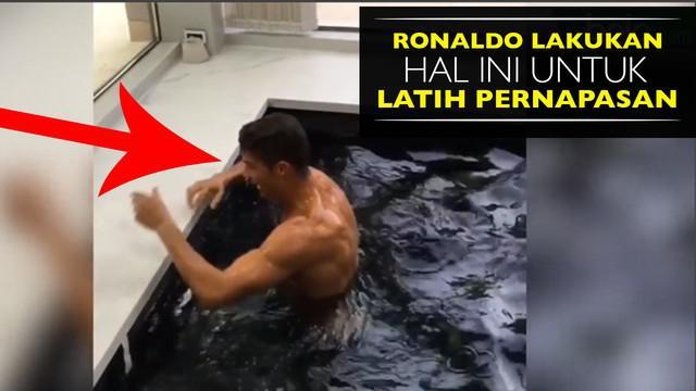 Video Cristiano Ronaldo berolah raga renang di rumah pribadinya untuk selalu berlatih walaupun sedang tak bersama tim Real Madrid.
