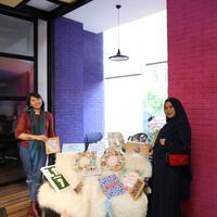 Berawal dari keinginannya untuk make something worth, Rari dan Defi menjalani bisnis dekorasi rumah. (Fotografer: Adrian Putra/FIMELA.com)