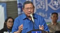 Ketua Dewan Pembina Partai Demokrat Susilo Bambang Yudhoyono (SBY) memberi sambutan saat peresmian Gerakan Pasar Murah Demokrat di Jakarta, Kamis (7/6). Paket sembako dijual dengan harga Rp 25 ribu per kupon. (Liputan6.com/Iqbal Nugroho)