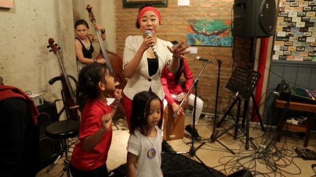 Tak hanya Ciki Fawzi dan B'tari Cinta, Vvent gig's nya Sisterhood kali ini JUGA menampilkan Chiquita Meidy