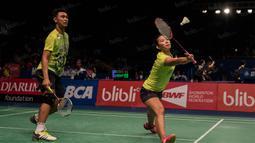 Ganda campuran Indonesia, Ardiansyah dan Devi Permatasari, berhasil menang 21-14 dan 21-19 dari ganda campuran Australia, Matthew Chau dan Somerville, pada kualifikasi BCA Indonesia Open 2016. (Bola.com/Vitalis Yogi Trisna)