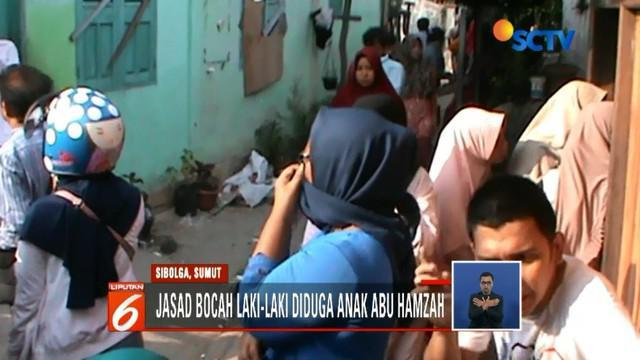 Warga di Sibolga, Sumatera Utara, temukan jasad anak lelaki tak utuh tersangkut di atap rumah. Jasad tersebut diduga anak dari terduga teroris Abu Hamzah.