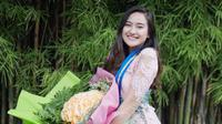 Salshabilla Adriani tampil cantik saat lulus dari homeschooling milik Kak Seto. Ia terlihat mengenakan kebaya warna merah muda. (Foto: instagram.com/salshabillaadr)
