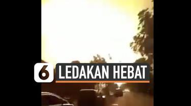 Kilang minyak Pertamina Balongan di Indramayu terbakar hebat Senin (29/3) dini hari. Api membakar tangki minyak setalah terjadi ledakan besar.