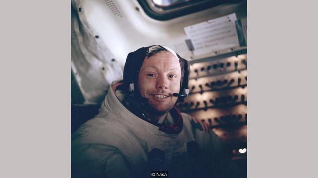 Armstrong sangat senang dengan berita baik Apollo 11. (NASA)