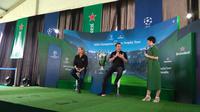 Legenda Juventus Alessandro Del Piero (tengah) memberi keterangan pada tur trofi Liga Champions di Bali. (Liputan6.com/Dewi Divianta)
