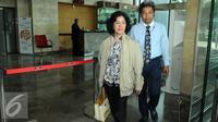 Ketua Pengadilan Negeri Sidoarjo Ifa Sudewi meninggalkan Gedung KPK, Jakarta, Rabu (22/6). Hakim Ifa adalah ketua majelis hakim untuk terdakwa Saipul Jamil di PN Jakarta Utara. (Liputan6.com/Helmi Afandi)