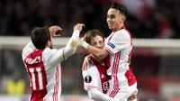 Gelandang Ajax Amsterdam, Abdelhak Nouri, berselebrasi saat mencetak gol ke gawang Panathinaikos di Amsterdam, Rabu (24/11/2017). Pemain berusia 20 tahun ini terancam harus mengakhiri kariernya karena mengalami kerusakan otak. (EPA/Olaf Kraak)