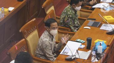 Menteri Pendidikan Nadiem Makarim saat rapat dengan Komisi X DPR, di Senayan, Jakarta, Kamis (18/3/2021). Dalam rapat teresebut membahas persiapan pembelajaran tatap muka kembali dan penerimaan mahasiswa baru 2021. (Liputan6.com/Angga Yuniar)