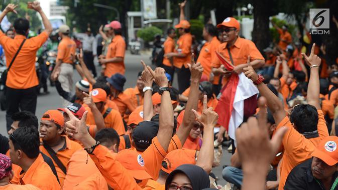 Pegawai PT Pos Indonesia (Persero) menggelar aksi di depan Kantor Kementerian BUMN, Jakarta, Rabu (6/2). Massa menuntut penggantian direksi karena dianggap tidak memuaskan para pegawai dan tidak mampu memenuhi hak pegawai. (Merdeka.com/Imam Buhori)#source%3Dgooglier%2Ecom#https%3A%2F%2Fgooglier%2Ecom%2Fpage%2F%2F10000