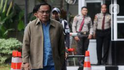 Terpidana kasus korupsi e-KTP Irman tiba di Gedung KPK, Jakarta, Kamis (12/12/2019). Mantan Dirjen Dukcapil Kemendagri tersebut diperiksa untuk pengembangan kasus korupsi proyek pengadaan e-KTP. (merdeka.com/Dwi Narwoko)