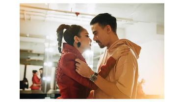 Momen Kemesraan Bunga Citra Lestari dengan Suami yang Romantis Abis