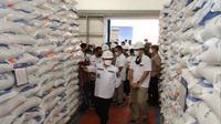Wali Kota Malang Sutiaji memantau ketersediaan beras di gudang Bulog Sub Divre Malang Raya pada Rabu, 28 April 2021 sebagai persiapan jelang lebaran 2021(Humas Pemkot Malang)
