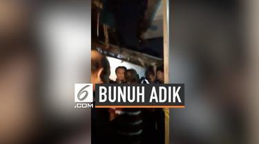 Diduga akibat alami stres, seorang pria nekat membunuh adiknya sendiri saat tertidur di Bogor. Akibat perbuatannya, pelaku harus diperiksa di rumah sakit jiwa.