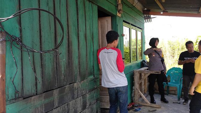 Rumah di Lorong Pasar Baruga Kendari yang dibakar juru parkir karena kesal pada rekan kerjanya, Senin (13/5/2019). (Liputan6.com/ Ahmad Fua).