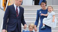 Pangeran William dan Kate Middleton bersama dua anaknya, George dan Charlotte (The Hollywood Life)