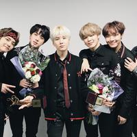 Dalam sebuah grup idol terdapat seseorang yang dipercaya untuk menjadi leader. Biasanya seorang leader mempunyai jiwa kepemimpinan dan berkharisma. Di BTS, RM dipercaya untuk menjadi seorang leader. (Foto: soompi.com)