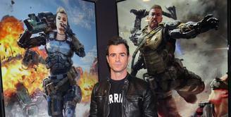 Justin Theroux yang memiliki hobi mengoleksi jaket kulit, kabarnya ragu untuk menambah koleksinya lagi lantaran ia takut jika sang istri akan membunuhnya karena jaketnya yang sudah banyak. (AFP/Bintang.com)