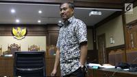 Tersangka kasus dugaan korupsi e-KTP, Markus Nari saat jeda sidang lanjutan dugaan korupsi E-KTP  dengan terdakwa Irvanto H Pambudi dan Made Oka Masagung di Pengadilan Tipikor, Jakarta, Selasa (25/9). (Liputan6.com/Helmi Fithriansyah)