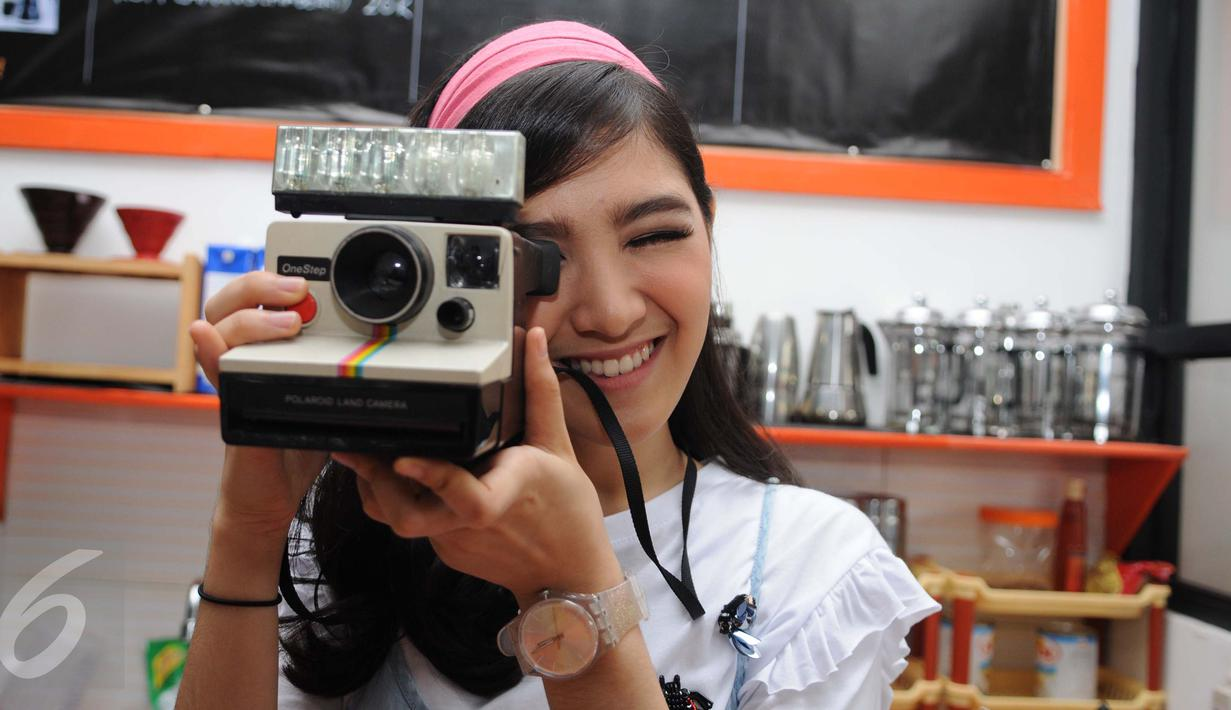 Cut Syifa, salah satu artis muda yang siap menghiasi layar kaca pecinta sinetron Indonesia, Jakarta, Sabtu (28/1). Cut Syifa akan berperan sebagai Kasih dalam sinetron terbaru SCTV produksi SinemArt berjudul 'Anak Sekolahan'.(Liputan6.com/Gempur M Surya)
