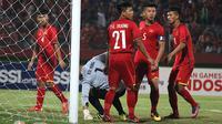 Vietnam U-16 menelan kekalahan 2-4 dari Timnas Indonesia U-16 dalam laga lanjutan Grup A Piala AFF U-16 2018 di Stadion Gelora Delta, Sidoarjo, Kamis (2/8/2018). (Bola.com/Aditya Wany)