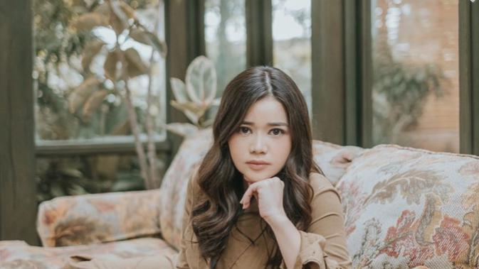 Potret pesona Olivia Allan, wanita yang resmi dinikahi Denny Sumargo. (Sumber: Instagram/@oliviasumargo)