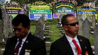 Karangan bunga terlihat jelang pemakaman istri presiden ke-6 RI Susilo Bambang Yudhoyono, Ani Yudhoyono di TMP Kalibata, Jakarta, Minggu (2/6/2019). Ani Yudhoyono akan dimakamkan di samping pusara istri presiden ke-3 RI BJ Habibie, Ainun. (Liputan6.com/JohanTallo)