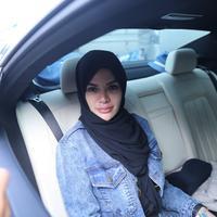 Nikita Mirzani banyak dipuji cantik saat mengenakan hijab. (Nurwahyunan/Bintang.com)