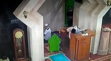 Detik-detik ustaz meninggal saat ceramah di Makassar.