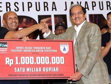20170106- Juara TSC 2016 Persipura Diganjar Bonus Semilyar-Jakarta- Helmi Fithriansyah