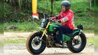 Presiden Jokowi menyusuri jalan perbatasan trans-Kalimantan yang terletak di Kecamatan Krayan, Kabupaten Nunukan, Provinsi Kalimantan Utara, Kamis (19/12/2019). (foto: Biro Pers Setpres)