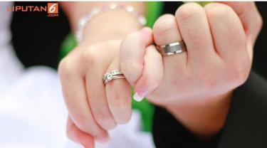 Sebuah pernikahan adalah momen bahagia yang wajib dibagi dengan banyak orang. Namun tidak dengan beberapa selebritis ini, yang memilih untuk tidak membagai kisah bahagia pernikahan mereka ke publik.