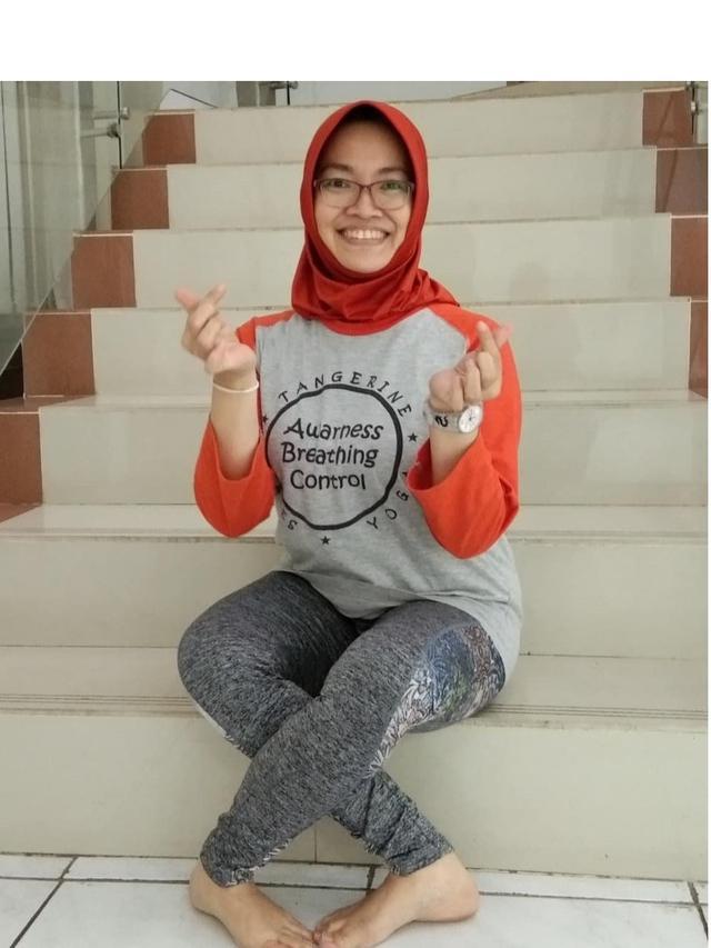 Beberapa Potret Challenge Gaya Duduk Silang Ala Pak Jokowi