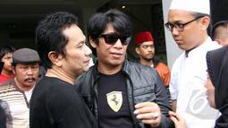 Parto Patrio berkunjung ke rumah Mpok Nori di kawasan  Bambu Apus, Jakarta Timur, Jumat (3/4/2015). Sejumlah artis mendatangi rumah Mpok Nori setelah mendengar meninggalnya  komedian senior tersebut. (Liputan6.com/Helmi Afandi)