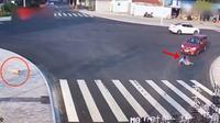 Lihat Orang Tertabrak Saat Nyebrang, Aksi Anjing Ini Bikin Geleng-Geleng (Sumber: Youtube/Proton Tech HD)