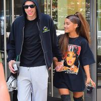 Pete Davidson dan Ariana Grande kini tengah menjadi sorotan paparazzi dan netizen. Apalagi di momen ulang tahun Ariana! (SPLASHNEWS.COM/HollywoodLife)