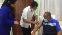 Aburizal Bakri selesai menjalani suntik vaksin Nusantara. (istimewa)