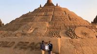 Seniman India Sudarsan Pattnaik baru saja mencatatkan dirinya di Guinness Book of World Records membangun istana pasir tertinggi di dunia.