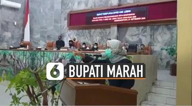 Bupati Iti Octavia Jayabaya emosi terhadap salah satu anggota fraksi yang mengatakan Pemkab Lebak tidak memberikan pengawalan ketat saat ambulans yang membawa jenazah Ketua DPRD Lebak Dindin Nurohmat.