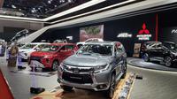 """PT [Mitsubishi ](3494651 """""""")Motors Krama Yudha Sales Indonesia (MMKSI), distributor resmi kendaraan penumpang dan niaga ringan dari Mitsubishi Motors Corporation menampilkan sejumlah line up di IIMS 2018. (Herdi Muhardi)"""