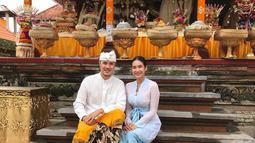 Happy Salma menikah dengan menikah pada Oktober 2010 silam dengan Pangeran Tjokorda Bagus Dwi Santana Kerthyasa. Suaminya merupakan keturunan keluarga kerajaan Ubud Bali yang berdarah Bali-Australia. Tak heran jika Happy Salma kerap tampil dengan kebaya Bali. (Liputan6.com/IG/@happysalma)