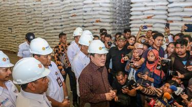 Kunjungi Gudang Bulog, Menteri BUMN Pastikan Stok Beras Aman