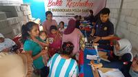 Ratusan warga korban banjir bandang di Lebak mengeluhkan sakit ISPA, gatal-gatal, hingga diare. (Liputan6/Yandi Deslatama)