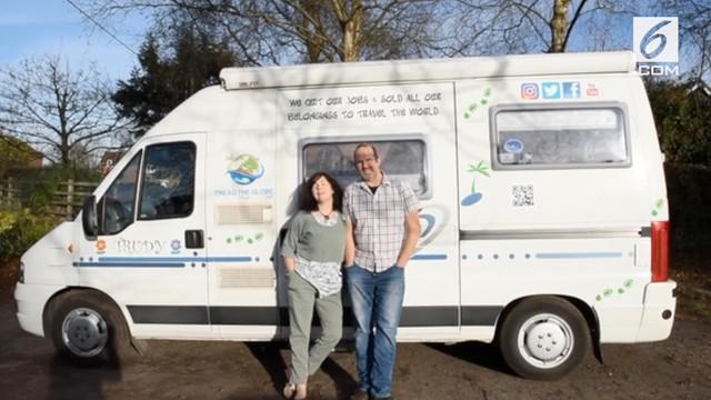 Pasangan suami istri asal Shropshire, Inggris memutuskan menjual rumah demi keliling dunia. Mereka telah mengunjungi 8 negara dengan menggunakan campervan.