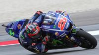 Pebalap Movistar Yamaha, Maverick Vinales, berharap bisa menggunakan ban yang tepat saat balapan MotoGP Malaysia yang berlangsung di Sirkuit Sepang, Minggu (29/10/2017). (dok. MotoGP)