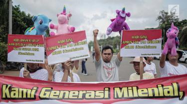 Puluhan massa yang tergabung dalam Komunitas Blogger Milenial (KBM) menggelar aksi #SaveUnicorn di Jakarta, Selasa (19/2). Massa mengaku kecewa terhadap pernyataan salah satu capres terkait unicorn saat debat kedua. (Liputan6.com/Faizal Fanani)