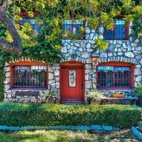 Rumah memesona yang ternyata buah karya seorang tunanetra, Elmer Reavis. (Realtor.com)