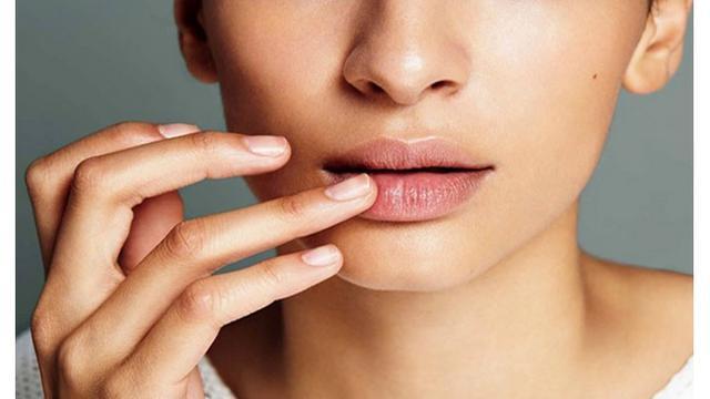 Cara Mengatasi Bibir Kering Dan Mengelupas Sederhana Dan Mudah Dipraktikkan Lifestyle Liputan6 Com