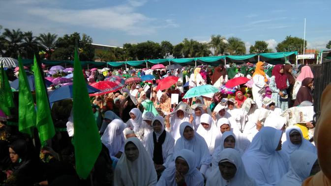 Puluhan ribu warga Nahdiyin menghadiri Harlah NU ke-93 sekaligus deklarasi dukungan buat Jokowi-Maruf Amin (Liputan6.com/Jayadi Supriadin)#source%3Dgooglier%2Ecom#https%3A%2F%2Fgooglier%2Ecom%2Fpage%2F%2F10000